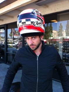 Zachary Levi (LOL)