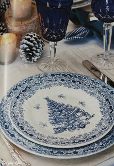 Tablescape Tuesday: Blue & White With Tartan Blue Christmas, Christmas China, Christmas Dishes, Christmas Tablescapes, Christmas Decor, Christmas Mantles, Victorian Christmas, Christmas Eve, Christmas Trees