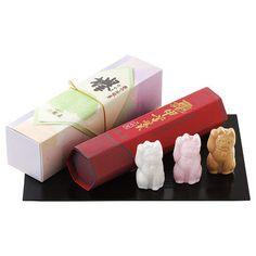 世田谷区屈指の名刹である豪徳寺の招き猫の逸話に因んで創製した「招福もなか」。こしあん、白あん、つぶあんの三種類のあんを用意しました。