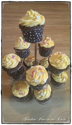 Fräulein Peter in der Küche: Schokoladen-Cupcakes mit Mango-Mascarpone Topping