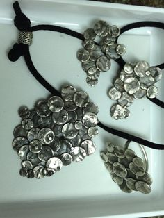 Conjunt de plata, penjoll, anell i arrecades. Calaixet petit