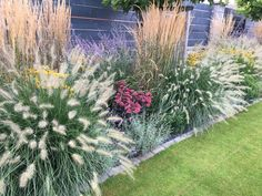 Totally Inspiring Modern Garden Design Ideas For Your Inspiration 13 Garden Design Plans, Cottage Garden Design, Diy Herb Garden, Home And Garden, Garden Ideas, Minecraft Garden, Farmhouse Garden, Ornamental Grasses, Ornamental Grass Landscape