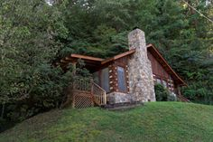 Fireside Chalet and Cabin Rentals - PIgeon Forge, Tennessee chalets with hot tubs, whirlpools, some with pool tables. Spectacular views, big decks, full kitchens, jacuzzis.