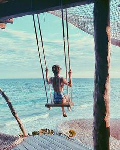 Swinging like there is no tomorrow So much love for every little detail of this place! Azulik has so much energy, making us feel super connected with nature! #paradise #azulikskyvilla --------- Muito amor por cada detalhe deste lugar! O AZULIK tem muita energia, que trás uma conexão incrível com a natureza