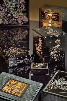 Masterpieces from Song Joo-ahn(father of Najeon(mother of pearl) master Song Bang-oong Marble Box, Decoupage Art, Moon Cake, Korean Art, Traditional Furniture, Box Art, Wooden Boxes, Special Gifts, Packaging Design