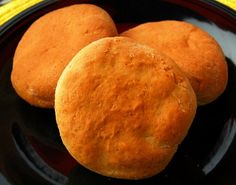 Onion And Cheddar No-knead Bread Recipe - My Kitchen Magazine Knead Bread Recipe, Best Bread Recipe, No Knead Bread, Bread Recipes, Hamburger Bun Recipe, Hamburger Buns, Bento, Gourmet Cooking, Food Allergies