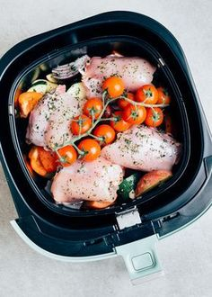 Kip uit de Airfryer (eenpansrecept) - Uit Pauline's keuken - Care - Skin care , beauty ideas and skin care tips One Pan Meals, Easy Meals, Air Fryer Recipes Breakfast, Gourmet Recipes, Healthy Recipes, Healthy Foods, Air Fryer Chicken Wings, Bacon On The Grill, Clean Eating Snacks