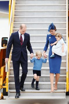 """HELLO! Canada on Twitter: """"First pic! The Cambridges arrive in Canada in matching blue! Photo by Getty. #royaltourCanada #HelloRoyalTour"""