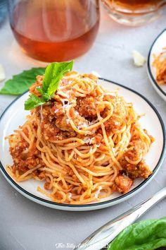 Meat Sauce made with easy homemade ground turkey sausage and bottled sauce makes this recipe easy, fast, and full of flavor. #recipe from thissillygirlskitchen.com #meatsauce #meatsaucewithturkey #spaghetti #marinara