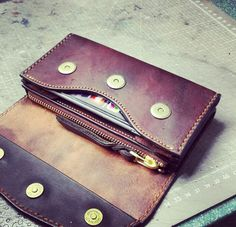 Men's Leather, Leather Clutch, Leather Craft, Men's Wallets, Handmade Wallets, Leather Phone Case, Leather Wallets, Leather Projects, Phone Covers