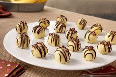 Comment résister à ces friandises enrobées de chocolat blanc crémeux et parfumées à la banane? Goûtez-y, vous y reviendrez!