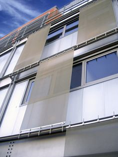 Wire mesh solar shading / for facade by Luxon Architecture Antique, Modern Architecture Design, Facade Architecture, Arched Windows, House Windows, Shading Device, Sun Blinds, Metal Facade, Solar Shades