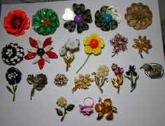 Huge Lot of 22 Vintage Flower Pins w/ One Ring by OldfangledStudio, $98.99