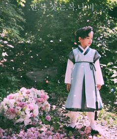 한복 Hanbok : Korean traditional clothes[dress] | #ModernHanbok Korean Traditional Dress, Traditional Clothes, Traditional Fashion, Korean Picture, Korean Fashion, Kids Fashion, Korea Dress, Modern Hanbok, Korean Wedding