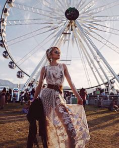 Beautiful Coachella Outfit Ideas For Cozy Summer Outfit 08 Festival Looks, Festival Style, Festival Mode, Festival Wear, Hippie Look, Look Boho, Hippie Chic, Boho Chic, Boho Style