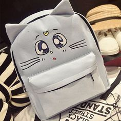 Take your kawaii outfit to the next level with this Sailor Moon backpack. Featuring the three beloved cats from the anime - Diana, Luna and Artemis - this will surely be a treat for teens and those yo