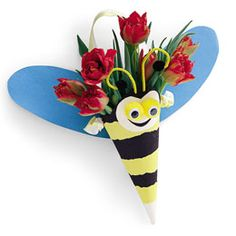 how adorable!!  http://familyfun.go.com/spring/spring-crafts/all-spring-crafts/bee-bouquet-665162/