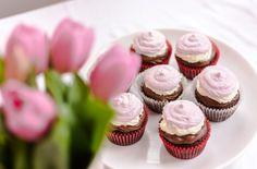 Cupcakes napoletane/  Neapolitan Cupcakes Mini Cupcakes, Muffins, Desserts, Food, Tailgate Desserts, Muffin, Deserts, Essen, Postres