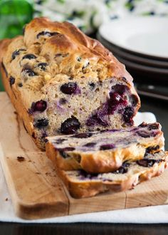 Ingredients: 3 large over-ripe bananas 2 tablespoons lemon juice 1/3 cup vanilla soymilk (or apple sauce) 1/2 cup agave nectar 2 cups white whole wheat flour, (or regular whole wheat flour) 3/4 teaspoon baking powder 3/4 teaspoon baking soda 1/2 teaspoon salt 1 cup blueberries Directions: Preheat oven to 350F. Spray or wipe a …