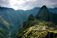 Machu Picchu is one of the wonders of the world. Aka, Lost City of the Incas, Machu Picchu is located at 2430 m altitude in the Andes, 112 km from Cusco, at the foot of the Sacred Valley of the Incas. Machu Picchu, Oh The Places You'll Go, Places To Visit, San Francisco Attractions, Beautiful Places To Travel, Amazing Places, Amazing Things, Just Dream, Pilgrimage