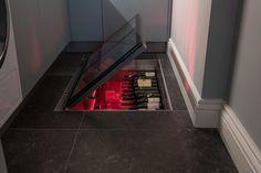 Ook in een kleinere ruimte kan een vloerluik een mooie oplossing zijn. Het zorgt voor nog meer ruimte. In deze bijkeuken blijft alles goed bereikbaar omdat het gehele vloerluik beloopbaar is.  Een speciale wens bij dit project was het licht. De wijnflessen in deze wijnkelder zijn extra goed zichtbaar en er kan gewisseld worden van kleur.  #wijnkelder #wijn #vloerluik #glazenvloerluik #keuken #ruimtebesparen #desigen #wonen #inrichting #interior Stairs, Restaurant, Home Decor, Ladders, Twist Restaurant, Homemade Home Decor, Ladder, Staircases, Diner Restaurant
