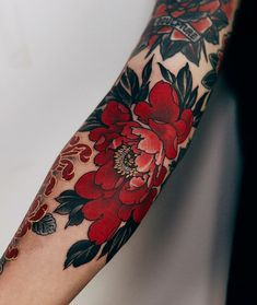 With these 30 awesome extravagant designs you will turn into red tattoos . - You& fall in love with red tattoos with these 30 great extravagant designs - Pretty Tattoos, Beautiful Tattoos, Cool Tattoos, Black Tattoos, Peony Flower Tattoos, Vintage Flower Tattoo, Tatoos, Styles Of Tattoos, Black Red Tattoo
