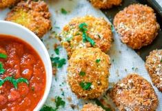 Lasagna Bites - deep fried crispy lasagna pieces with marinara sauce. A delicious and easy appetizer to serve for game night! Lasagna Bites, Marinara Sauce, Chana Masala, Curry, Appetizers, Ethnic Recipes, Food, Curries, Appetizer