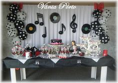 Like the black and white dot balloons for the party 50s Theme Parties, Music Themed Parties, Music Party, Party Themes, Rockstar Birthday, 60th Birthday Party, Michael Jackson Party, Sock Hop Party, Karaoke Party