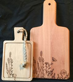Couple of cheese boards. Wood Burning Crafts, Wood Burning Patterns, Wood Burning Art, Diy Wood Projects, Wood Crafts, Wood Etching, Wood Burning Techniques, Wood Burn Designs, Gravure Laser