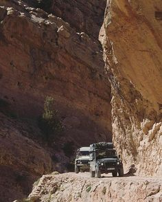 Crossing narrow passes of the Atlas Mountains. By @4x4experience #landrover #defender110csw #landroverdefender #landroverphotoalbum #4x4 #offroad #overland Land Rover Defender 110, Defender 90, Landrover Defender, Truck Camper, Camper Van, Suv Trucks, Off Road Adventure, Expedition Vehicle, Hummer