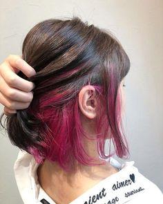 Two Colour Hair - Tendências em cores de cabelo 558024210080231082 Two Color Hair - Hair Pink Hair Streaks, Dark Pink Hair, Pink Hair Highlights, Pink Ombre Hair, Hidden Hair Color, Two Color Hair, Hair Color Pink, Underdye Hair, Dye My Hair