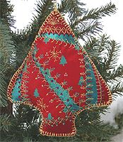 Crazy Quilt Tree Ornament Designed by Linda Lindgren Quilted Ornaments, Fabric Ornaments, Ornaments Design, Handmade Ornaments, Handmade Felt, Diy Christmas Ornaments, Christmas Deco, Christmas Holidays, Christmas Sewing