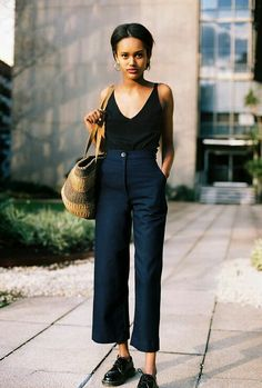 martens shoes + high waisted straight line trousers + black tank top = perfect mid season outfit Lucie Pants Look Fashion, Daily Fashion, Fashion Outfits, Womens Fashion, Fashion Trends, Looks Street Style, Looks Style, Style Me, Street Style Vintage
