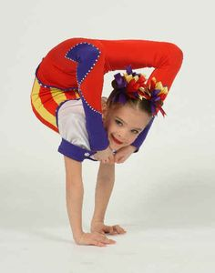 brooke hyland when she was little ur sooooooooo cute ! Beyonce Dancers, Dance Moms Dancers, Dance Mums, Dance Moms Girls, Dance Moms Brooke, Dance Moms Funny, Dance Photos, Dance Pictures, Dance Flexibility Stretches