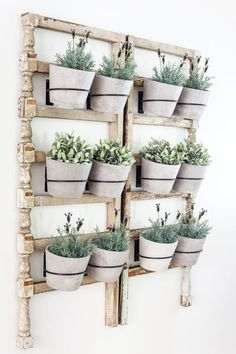 Diy Antique Banister Wall Planter - A Quick And Simple Tutorial For How To Make A Wall Planter From A Repurposed Antique Banister Using Artificial Plants. Adorable Way To Bring The Outdoors In Indoor Plant Wall, Indoor Plants, Potted Plants, Hanging Plants, Hanging Baskets, Planet Decor, Diy Bedroom Decor, Diy Home Decor, Diy Wall Planter