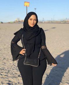 Arab Girls Hijab, Girl Hijab, Beautiful Arab Women, Hijab Jeans, Dating Older Women, Mode Hijab, Hijab Fashion, Men's Fashion, Sexy Outfits