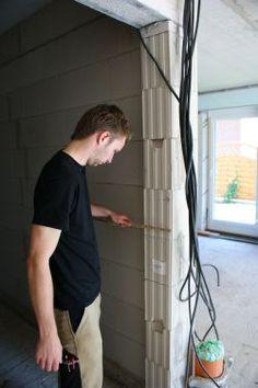 TopDoors zeigt Ihnen, wie Sie Ihr Haus richtig ausmessen. Beachten Sie beim Messen der Wandstärke zum Beispiel, dass Putz und Fliesen die Wandstärke erhöhen.