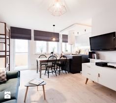 KONKURS Wnętrze Roku 2017 - Mieszkanie 42m2 w bloku z wielkiem płyty. - Mały średni salon z kuchnią z jadalnią z tarasem / balkonem, styl eklektyczny - zdjęcie od Boho Studio
