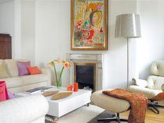 Salon pequeño con estilo clásico y alegres toques de color, mucha luz, lo hacen muy confortable y acogedor.