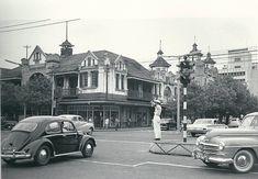 O cruzamento das Avenidas da República (actual 25 de Setembro) e Dom Luis (actual Samora Machel) em Lourenço Marques, Moçambique, 1960.