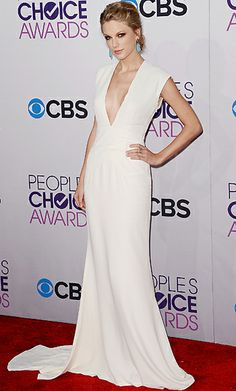 People's Choice Awards 2013 - Taylor Swift wearing a cream Ralph Lauren sheath
