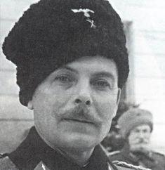 Иван Никитович Кононов, командир 5-го донского полка. На этой фотографии, сделанной в Хорватии, Кононов в погонах подполковника.