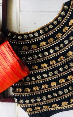 Saree Blouse Neck Designs, Fancy Blouse Designs, Kurti Neck Designs, Bridal Blouse Designs, Maggam Work Designs, Designer Blouse Patterns, Blouse Models, Hand Embroidery Designs, Work Blouse
