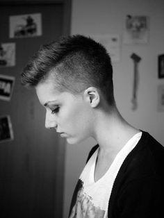 capelli cortissimi, per le ragazze che tagliano i capelli dal barbiere!