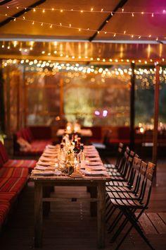Boho wedding - Cap Ferret - French wedding style - La Paire de Cerise photographes - Jenny Morel Weddings wedding planner - venue - tableware - flowers - centre de table - string light