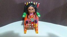 Cadeira decorativa com bonequinha