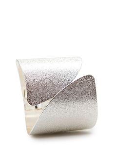 MANGO - Embossed metallic cuff