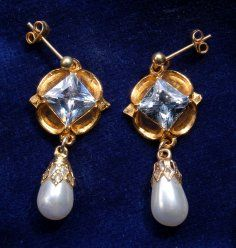 Jane Seymour Earrings with Diamonds.  Designed to match the pendant, necklace and ouches of Jane Seymour. 	£22.50