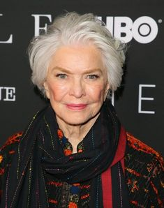 Ellen Burstyn's Tousled Bob - Hairstyles For Women Over 50 With Fine Hair - Photos Haircuts For Fine Hair, Hairstyles Over 50, Haircuts With Bangs, Cool Haircuts, Bob Hairstyles, Short Haircuts, Wedge Hairstyles, Classic Hairstyles, Hair Cuts For Over 50