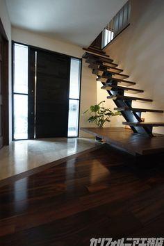 階段 Modern Buildings, Modern Architecture, Exterior Design, Interior And Exterior, Floating Stairs, Loft House, Interior Stairs, Japanese House, California Homes